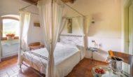 Camera Romantica con letto a baldacchino di Valle Rosa Spoleto